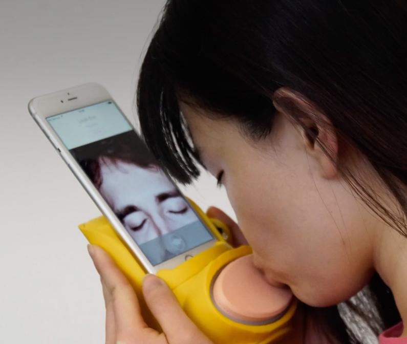 Kissenger device