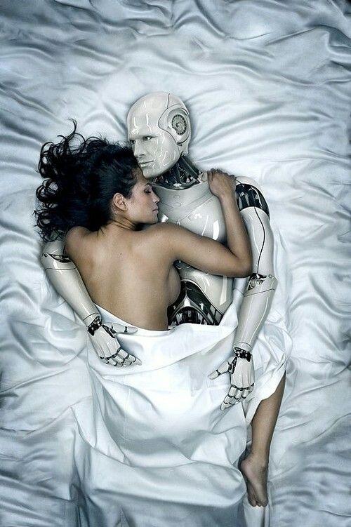 Kvinna i säng med robot